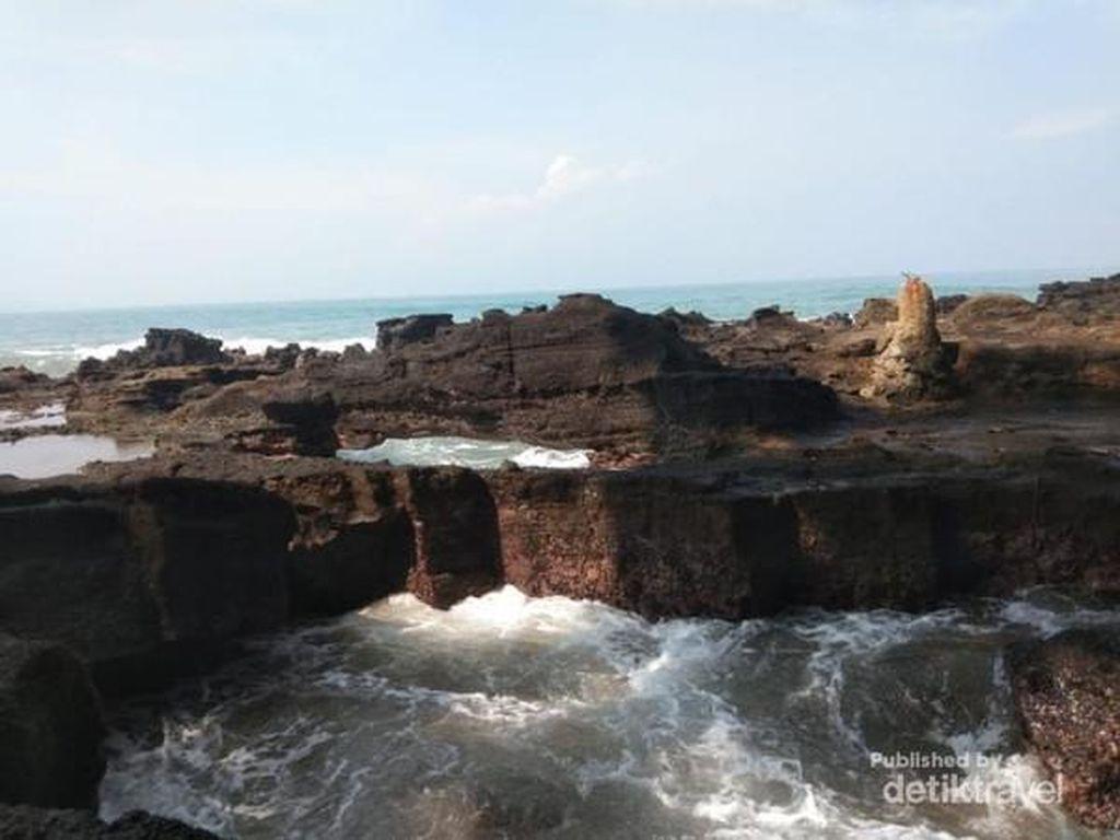 Pantai Karang Hawu, Destinasi Kamu Selanjutnya di Sukabumi
