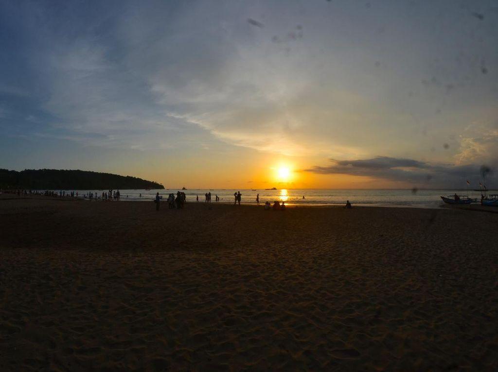 Pantai Pangandaran yang Mendamba Turis