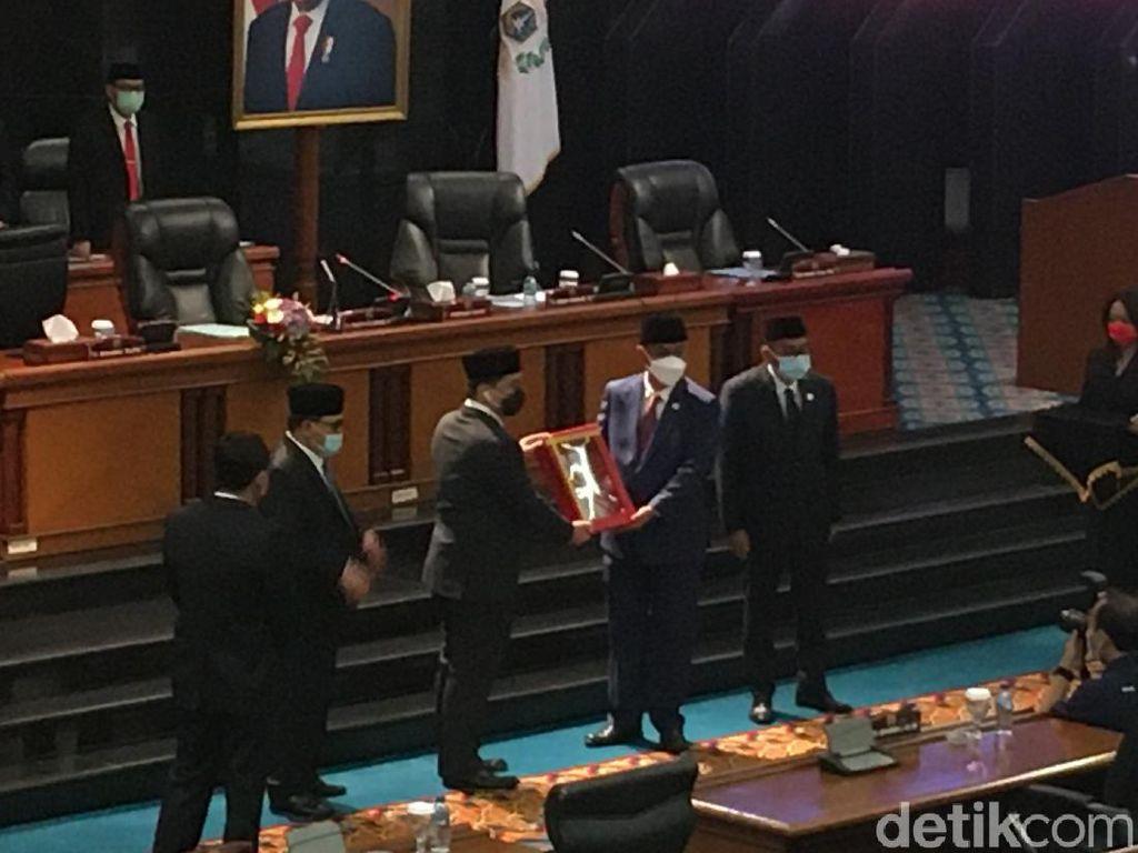 DPRD DKI Jakarta Sahkan Raperda Penanggulangan COVID-19