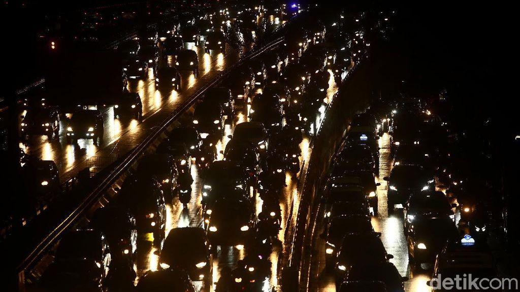 Potret Kemacetan Ibu Kota Usai Jakarta Diguyur Hujan