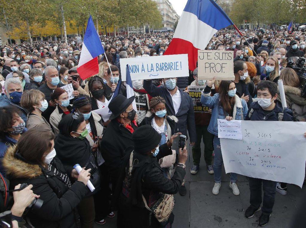 Ribuan Warga Prancis Berpawai Hormati Guru yang Dipenggal