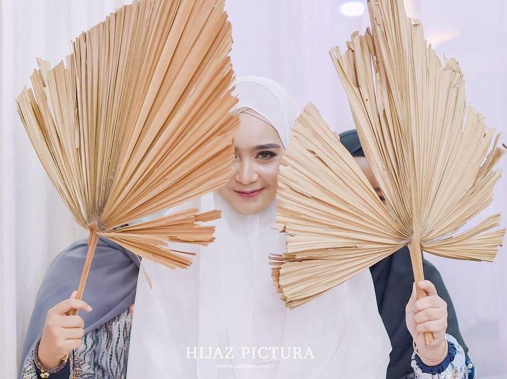 10 Gaya Selebgram Hijab Serell Thalib yang Baru Dinikahi Hafiz Quran Taqy Malik