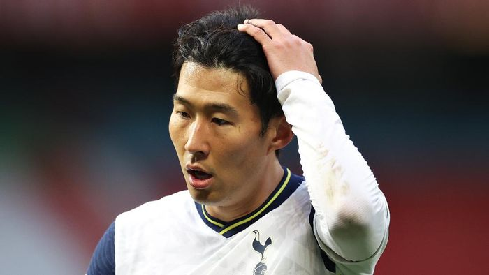 MANCHESTER, ENGLAND - OCTOBER 04: Son Heung-Min of Tottenham Hotspur  during the Premier League match between Manchester United and Tottenham Hotspur at Old Trafford on October 04, 2020 in Manchester, England. Sporting stadiums around the UK remain under strict restrictions due to the Coronavirus Pandemic as Government social distancing laws prohibit fans inside venues resulting in games being played behind closed doors. (Photo by Carl Recine - Pool/Getty Images)