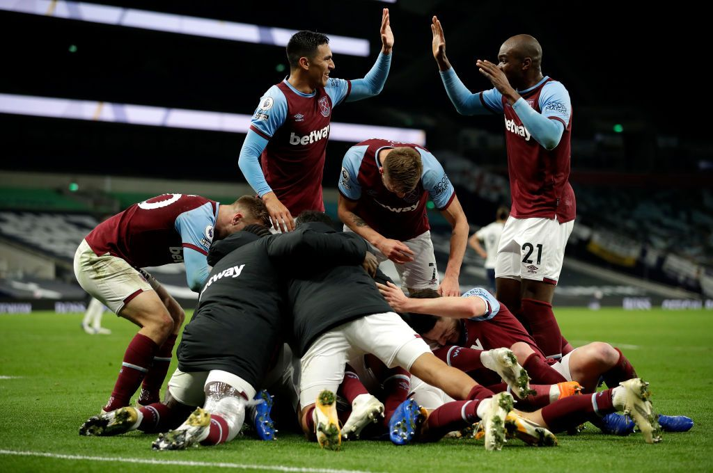 LONDON, ENGLAND - OCTOBER 18: Manuel Lanzini of West Ham United celebrates with teammates after scoring his team's third goal during the Premier League match between Tottenham Hotspur and West Ham United at Tottenham Hotspur Stadium on October 18, 2020 in London, England. Sporting stadiums around the UK remain under strict restrictions due to the Coronavirus Pandemic as Government social distancing laws prohibit fans inside venues resulting in games being played behind closed doors. (Photo by Matt Dunham - Pool/Getty Images)