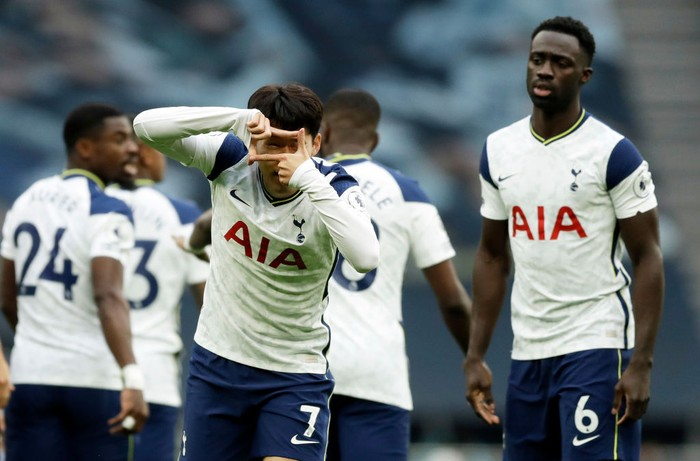 LONDON, ENGLAND - OCTOBER 18: Heung-Min Son of Tottenham Hotspur celebrates after scoring his team's first goal during the Premier League match between Tottenham Hotspur and West Ham United at Tottenham Hotspur Stadium on October 18, 2020 in London, England. Sporting stadiums around the UK remain under strict restrictions due to the Coronavirus Pandemic as Government social distancing laws prohibit fans inside venues resulting in games being played behind closed doors. (Photo by Matt Dunham - Pool/Getty Images)