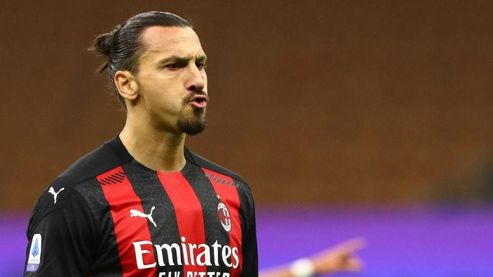 MILAN, ITALY - OCTOBER 17:  Zlatan Ibrahimovic of AC Milan reacts during the Serie A match between FC Internazionale and AC Milan at Stadio Giuseppe Meazza on October 17, 2020 in Milan, Italy.  (Photo by Marco Luzzani/Getty Images)