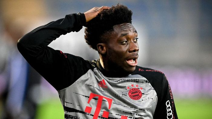 BIELEFELD, GERMANY - OCTOBER 17: Bayerns Alphonso Davies reacts prior to the German Bundesliga match between Arminia Bielefeld and Bayern Muenchen at SchuecoArena on October 17, 2020 in Bielefeld, Germany. (Photo by Sascha Steinbach-Pool/Getty Images)