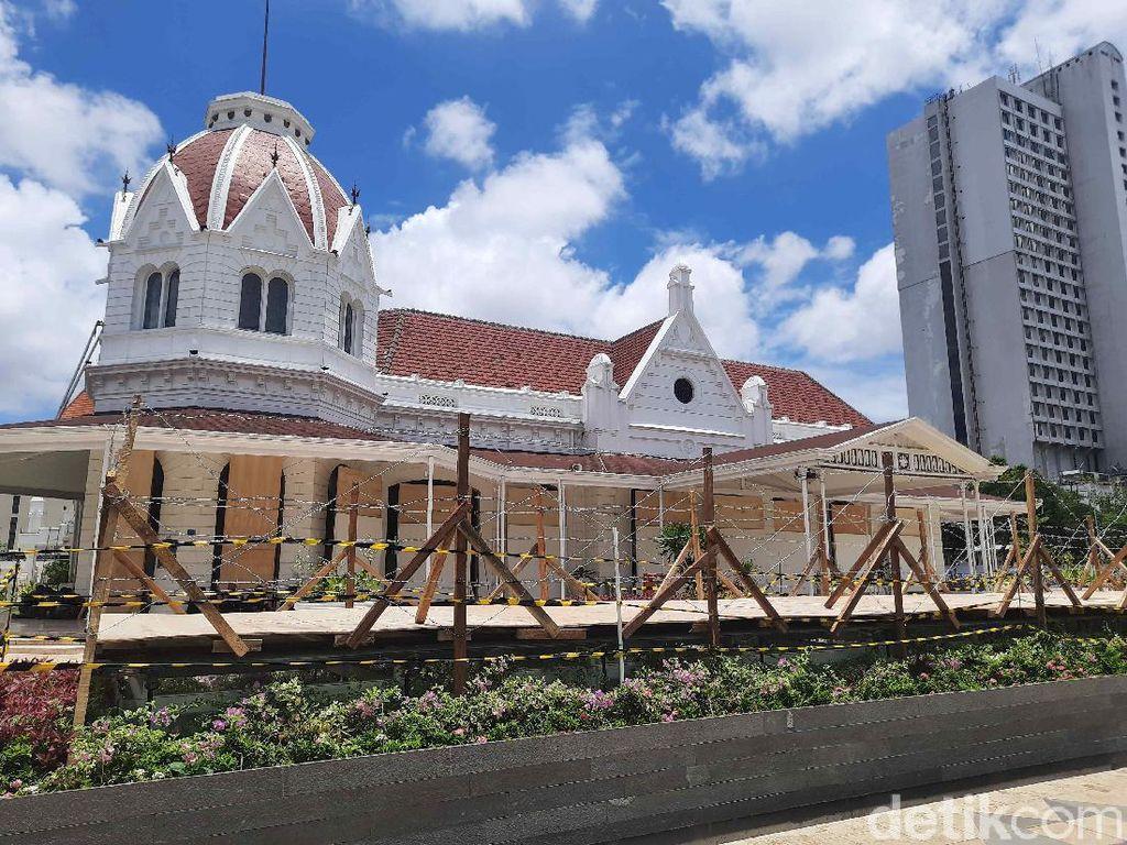 Antisipasi Demo Rusuh, Taman Alun-alun Suroboyo Dipasang Kawat Berduri