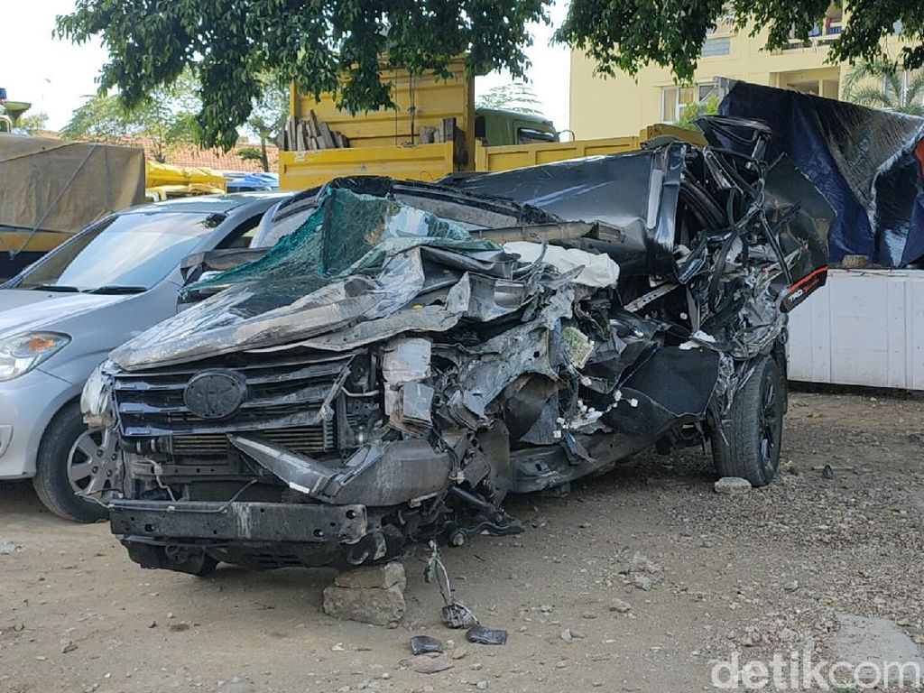 Begini Kondisi Mobil Nahas yang Tewaskan Ketua Gerindra Pekalongan