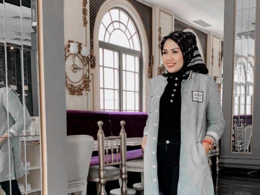 Elly Sugigi Dihujat Abis Usai Foto Tanpa Hijab