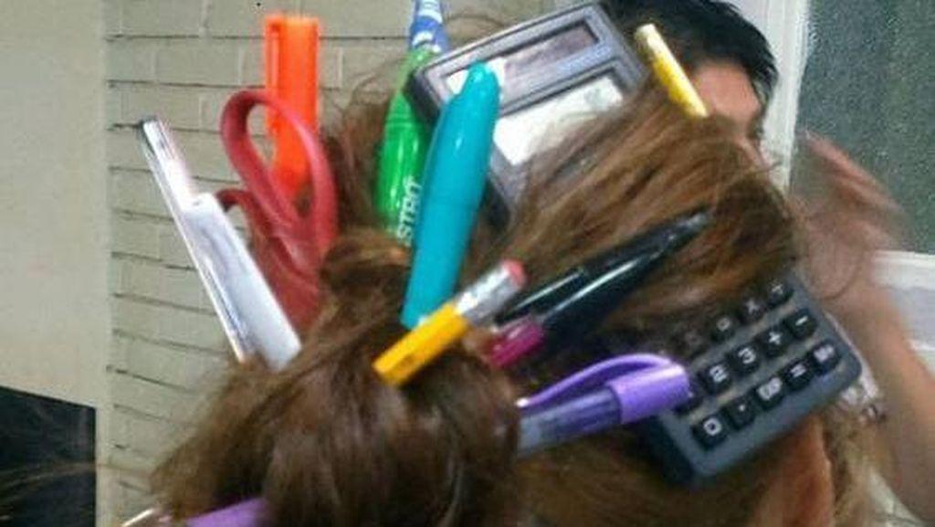 10 Cara Ikat Rambut Kelewat Kreatif, Ada yang Ekstrem Pakai Ular