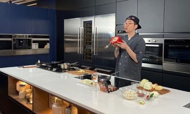 food vlogger dan chef asal Korea Selatan