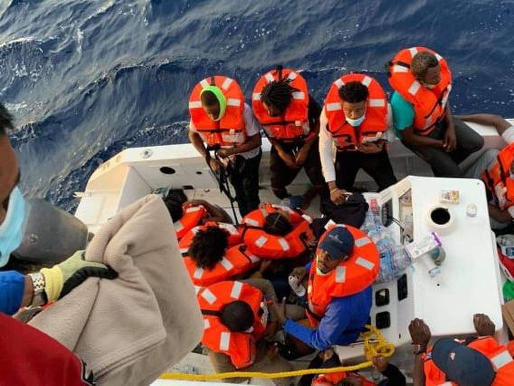 Aksi Heroik Kapal Pesiar Hantu Selamatkan 24 Orang