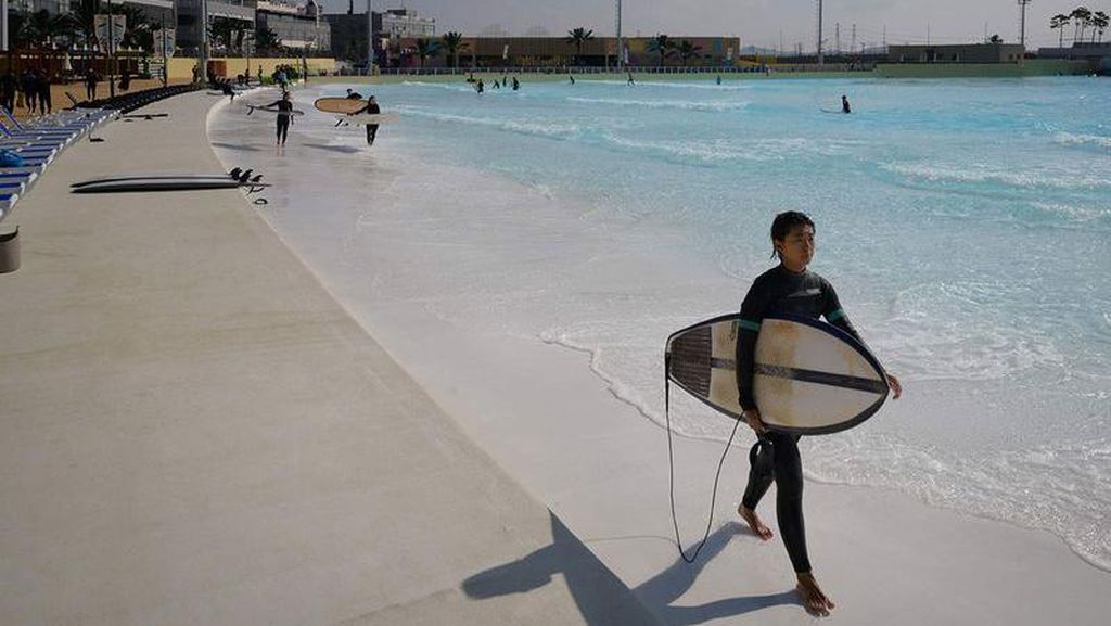 Foto: Bukan Pantai Sungguhan, Ini Kolam Ombak Terbesar di Dunia