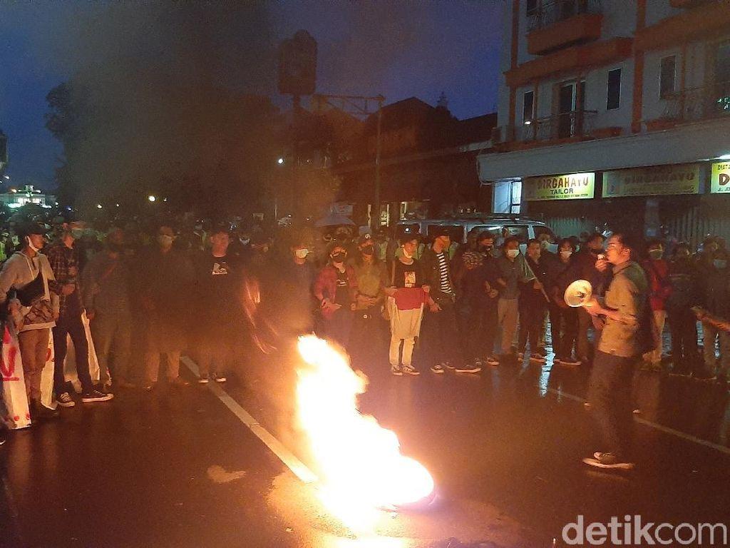 Polisi Bubarkan Demonstran di Istana Bogor, Sejumlah Orang Ditangkap