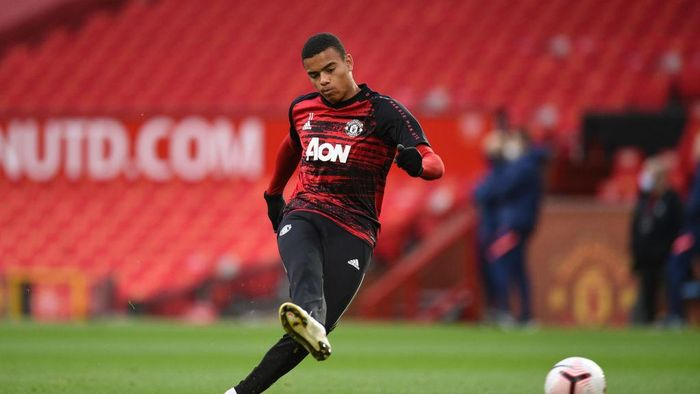 MANCHESTER, ENGLAND - OCTOBER 04: Mason Greenwood of Manchester United warms up ahead of the Premier League match between Manchester United and Tottenham Hotspur at Old Trafford on October 04, 2020 in Manchester, England. Sporting stadiums around the UK remain under strict restrictions due to the Coronavirus Pandemic as Government social distancing laws prohibit fans inside venues resulting in games being played behind closed doors. (Photo by Oli Scarff - Pool/Getty Images)