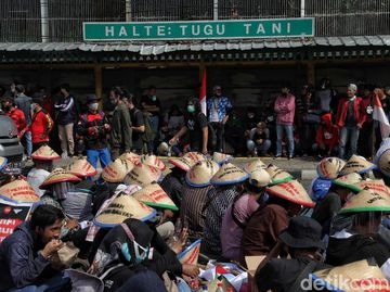 Orasi Massa Buruh di Tugu Tani
