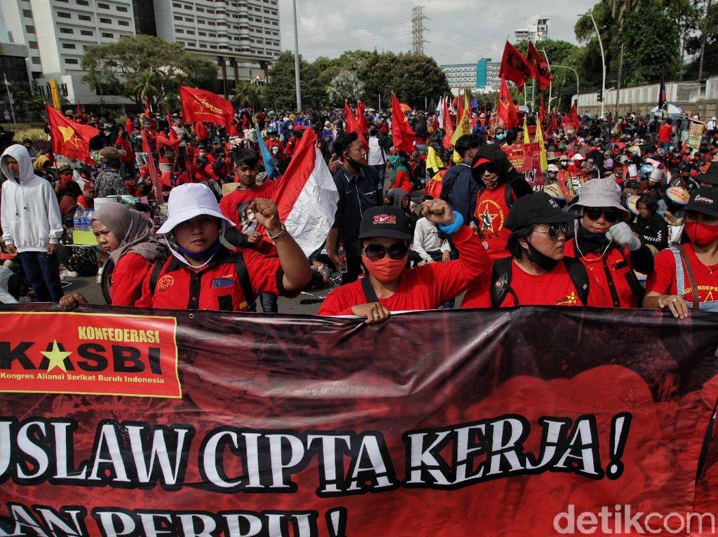 10 Ribu Buruh Demo Tolak Omnibus Law di Seluruh Indonesia