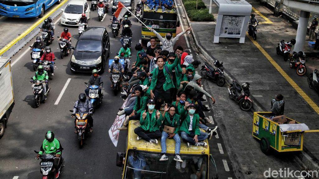 Penampakan Massa Mahasiswa Bergerak Menuju Istana