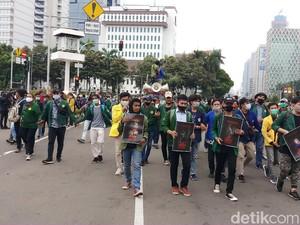 Demo Tolak Omnibus Law, Massa Mahasiswa Tiba di Patung Kuda