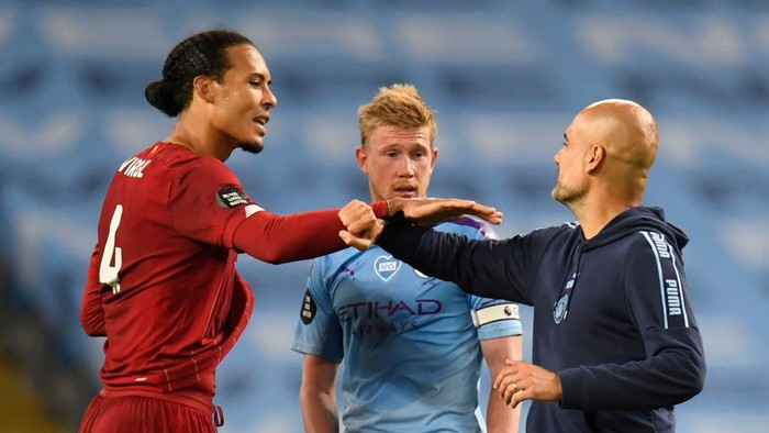 MANCHESTER, ENGLAND - JULY 02: Virgil van Dijk of Liverpool interacts with Kevin De Bruyne and Pep Guardiola, Manager of Manchester City after the Premier League match between Manchester City and Liverpool FC at Etihad Stadium on July 02, 2020 in Manchester, England. Football Stadiums around Europe remain empty due to the Coronavirus Pandemic as Government social distancing laws prohibit fans inside venues resulting in all fixtures being played behind closed doors. (Photo by Peter Powell/Pool via Getty Images)