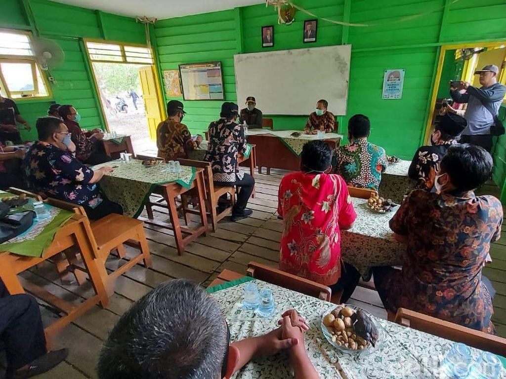 Pj Bupati Sidoarjo Blusukan Pantau Sekolah Tatap Muka di Daerah Terpencil