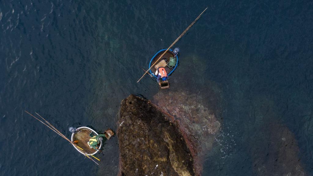 Potret Tarai Bune, Perahu Bak Mandi Tradisional Nelayan Jepang
