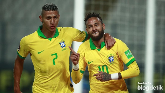 LIMA, PERU - OCTOBER 13: Neymar Jr. of Brazil celebrates the first goal of his team with Richarlison during a match between Peru and Brazil as part of South American Qualifiers for Qatar 2022 at Estadio Nacional de Lima on October 13, 2020 in Lima, Peru. (Photo by Daniel Apuy/Getty Images)