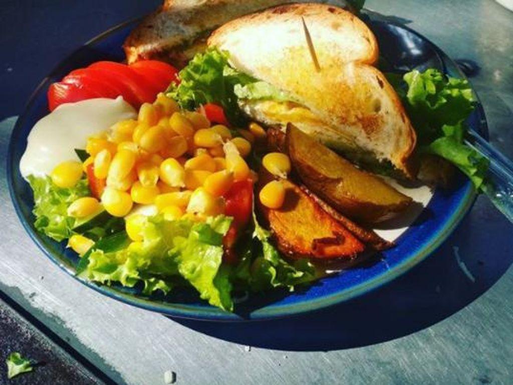 Laris Manis! English Breakfast Rp 12 Ribu Buatan Mantan Chef di Madiun