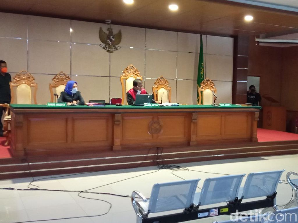 Sidang Vonis Raden Rangga Sunda Empire Ditunda Pekan Depan!
