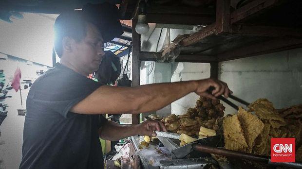 Junaedi, penjual gorengan