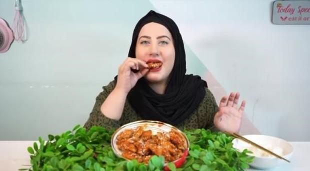 food vlogger