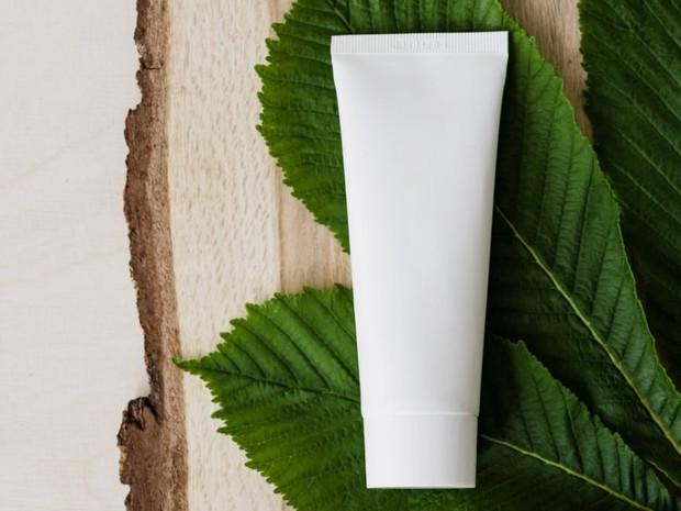 untuk menjaga kelembapan wajah, gunakan hydrating moisturizer