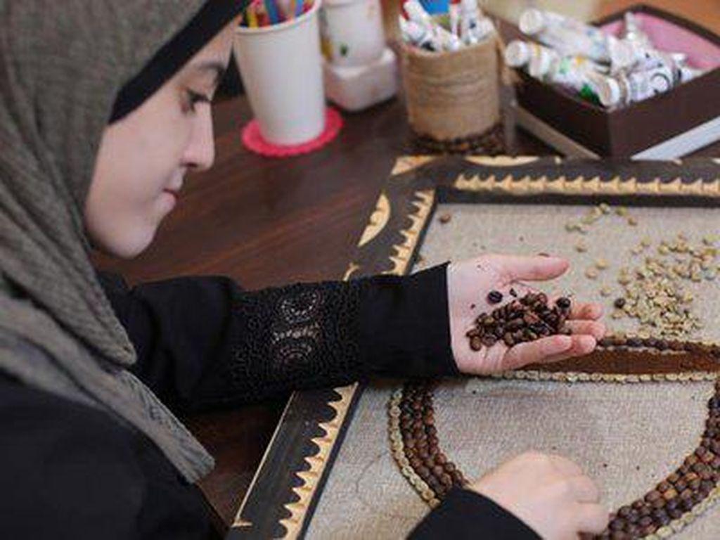 Hijabers Arab Cetak Rekor Dunia, Bikin Lukisan Raja Saudi Pakai Kopi 4,5 Kg