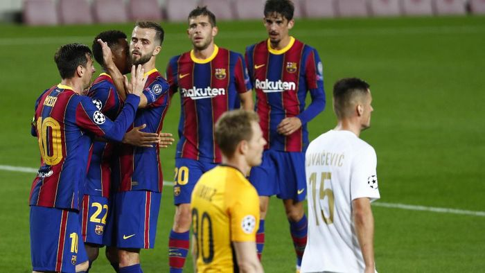 Barcelona players celebrate the second goal of their team during the Champions League group G soccer match between FC Barcelona and Ferencvaros at the Camp Nou stadium in Barcelona, Spain, Tuesday, Oct. 20, 2020. (AP Photo/Joan Monfort)