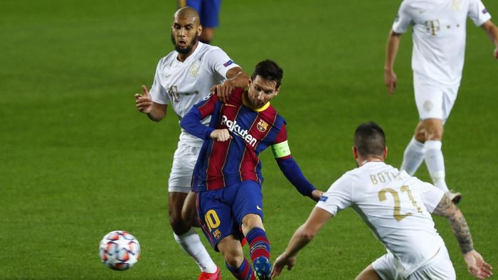 Barcelonas Lionel Messi takes a shot during the Champions League group G soccer match between FC Barcelona and Ferencvaros at the Camp Nou stadium in Barcelona, Spain, Tuesday, Oct. 20, 2020. (AP Photo/Joan Monfort)