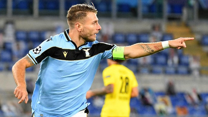 ROME, ITALY - OCTOBER 20: Ciro Immobile of SS Lazio celebrates a opening gaol during the UEFA Champions League Group F stage match between SS Lazio and Borussia Dortmund at Stadio Olimpico on October 20, 2020 in Rome, Italy. (Photo by Marco Rosi - SS Lazio/Getty Images)