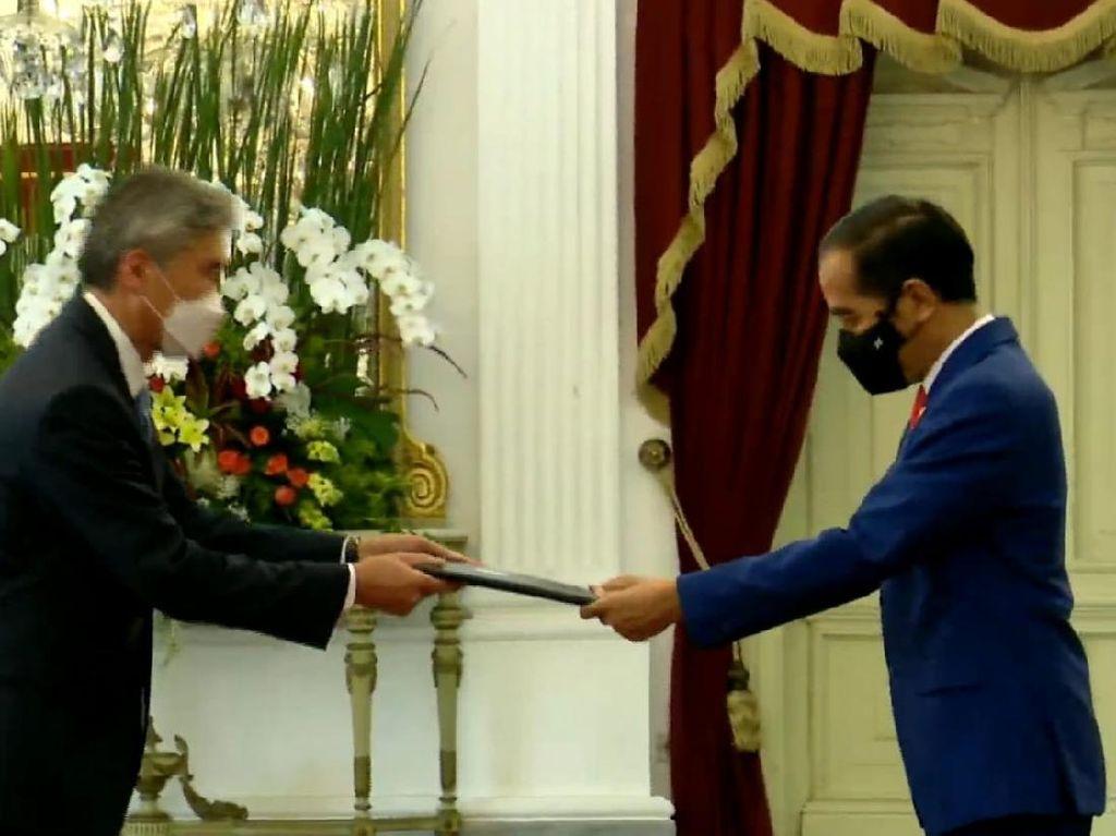 Jokowi Terima Surat Kepercayaan Dubes AS Sung Yong Kim hingga Dubes Italia