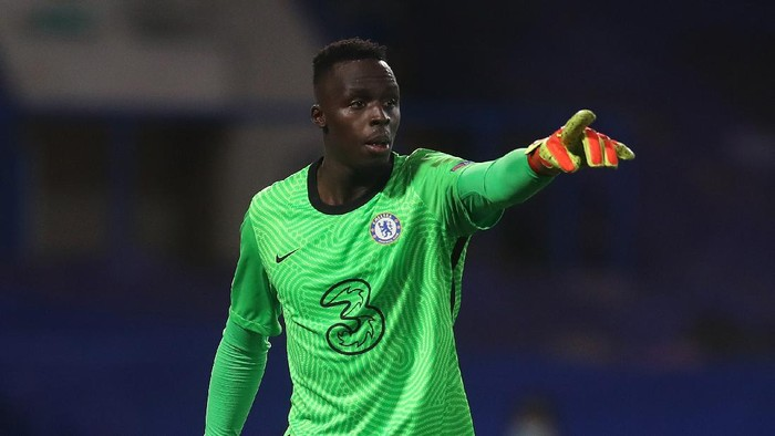 LONDON, ENGLAND - OCTOBER 20: Edouard Mendy of Chelsea gestures during the UEFA Champions League Group E stage match between Chelsea FC and FC Sevilla at Stamford Bridge on October 20, 2020 in London, England. Sporting stadiums around the UK remain under strict restrictions due to the Coronavirus Pandemic as Government social distancing laws prohibit fans inside venues resulting in games being played behind closed doors. (Photo by Adam Davy - Pool/Getty Images)