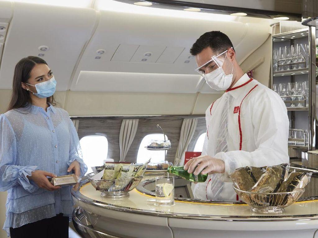 Emirates Buka Kembali Bar Mewah dalam Pesawat
