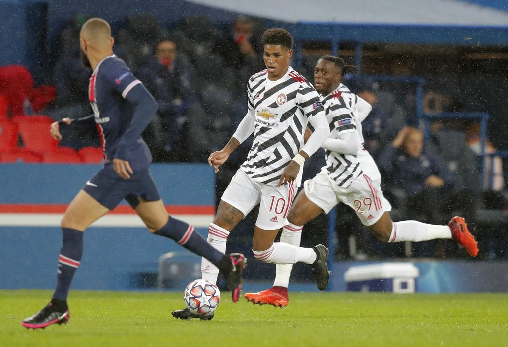 Manchester United's Marcus Rashford runs with the ball during the Champions League group H soccer match between Paris Saint-Germain and Manchester United at the Parc des Princes in Paris, France, Tuesday, Oct. 20, 2020. (AP Photo/Michel Euler)