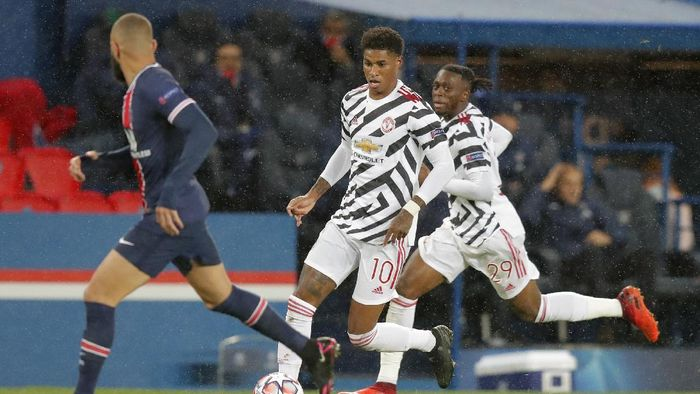 Manchester Uniteds Marcus Rashford runs with the ball during the Champions League group H soccer match between Paris Saint-Germain and Manchester United at the Parc des Princes in Paris, France, Tuesday, Oct. 20, 2020. (AP Photo/Michel Euler)