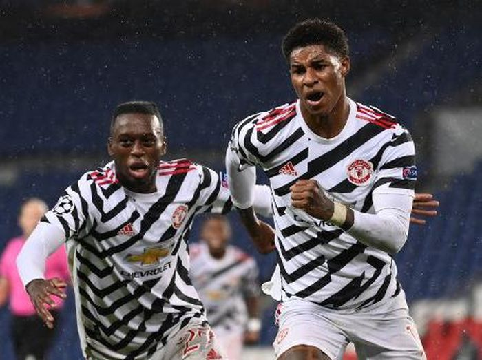 Manchester Uniteds English Forward Marcus Rashford (R) celebrates after scoring a goal  during the UEFA Europa League Group H first-leg football match between Paris Saint-Germain (PSG) and Manchester United at the Parc des Princes stadium in Paris on October 20, 2020. (Photo by FRANCK FIFE / AFP)