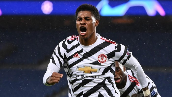 Manchester Uniteds English Forward Marcus Rashford celebrates after scoring a goal  during the UEFA Europa League Group H first-leg football match between Paris Saint-Germain (PSG) and Manchester United at the Parc des Princes stadium in Paris on October 20, 2020. (Photo by FRANCK FIFE / AFP)