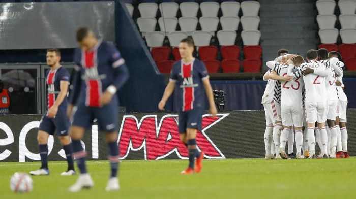 Manchester United players celebrate after Bruno Fernandes scored his sides opening goal from the penalty spot during the Champions League group H soccer match between Paris Saint-Germain and Manchester United at the Parc des Princes in Paris, France, Tuesday, Oct. 20, 2020. (AP Photo/Michel Euler)
