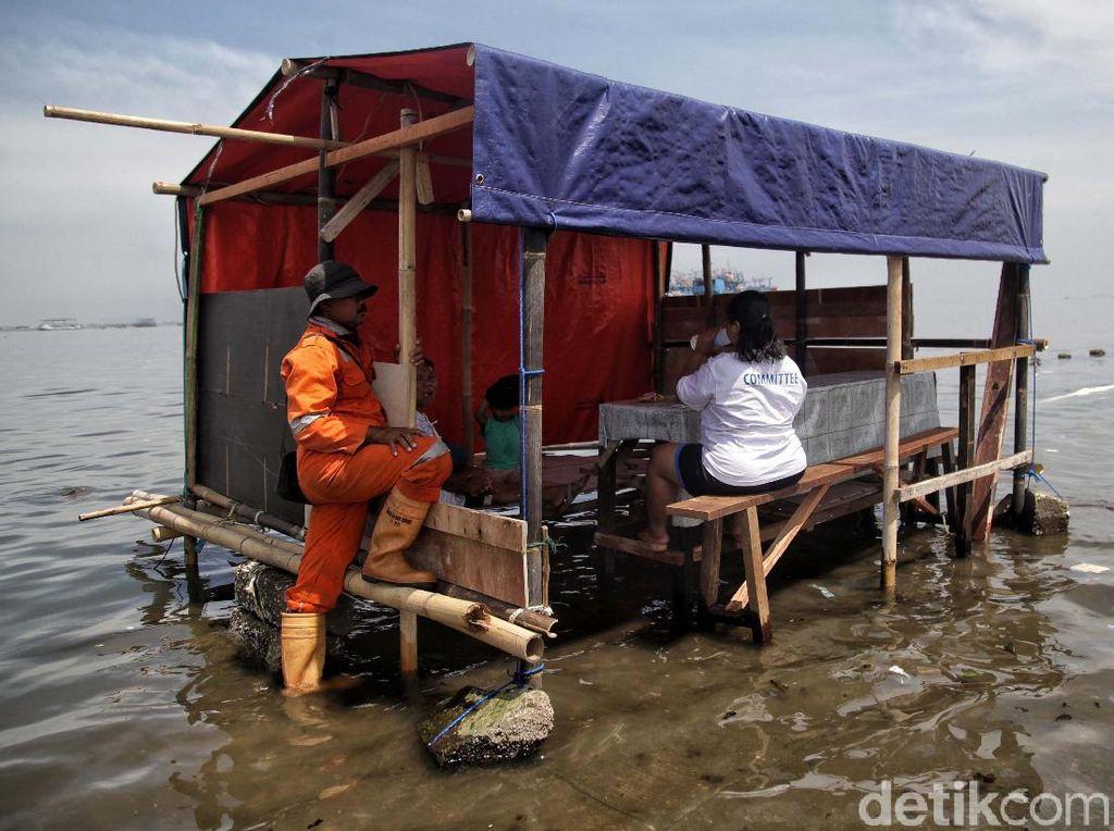 Potret Banjir Rob yang Kembali Terjang Muara Angke