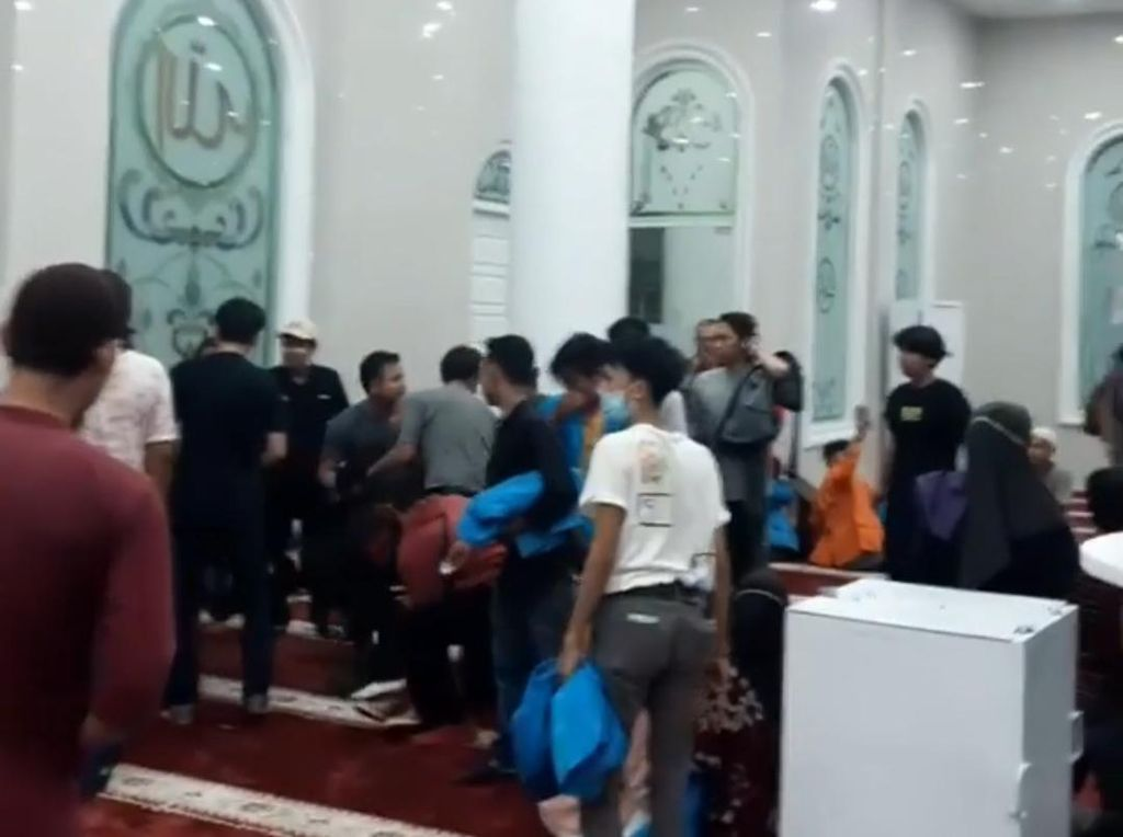 Viral Mahasiswa di Jambi Tolak Omnibus Law Berlarian ke Masjid, Ini Faktanya
