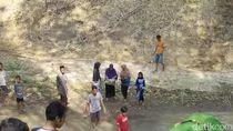 Viral Warga Ponorogo Gotong Jenazah Menyeberangi Sungai dan Jalan Ekstrem