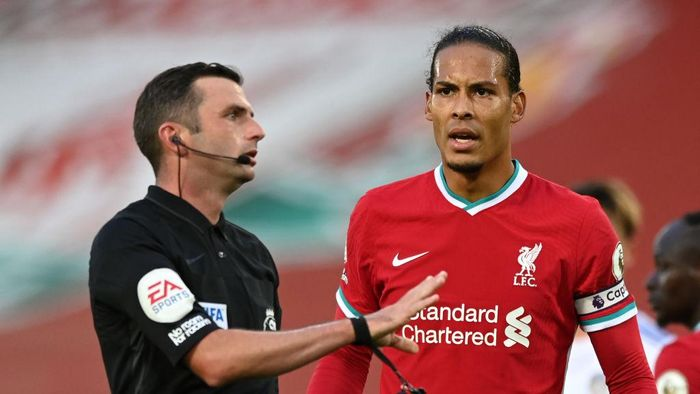 LIVERPOOL, ENGLAND - SEPTEMBER 12: Referee Michael Oliver speaks with Virgil van Dijk of Liverpool during the Premier League match between Liverpool and Leeds United at Anfield on September 12, 2020 in Liverpool, England. (Photo by Shaun Botterill/Getty Images)