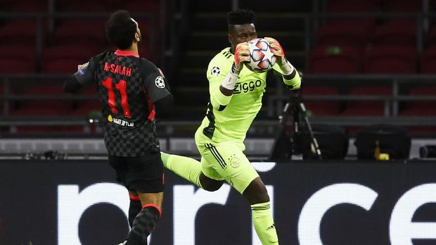 Ajax's goalkeeper Andre Onana, right, blocks the ball in front of Liverpool's Mohamed Salah, of Egypt, during the group D Champions League soccer match between Ajax and Liverpool at the Johan Cruyff ArenA in Amsterdam, Netherlands, Wednesday, Oct. 21, 2020. (AP Photo/Peter Dejong)